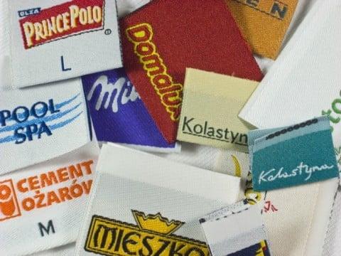 metki z logo firmy