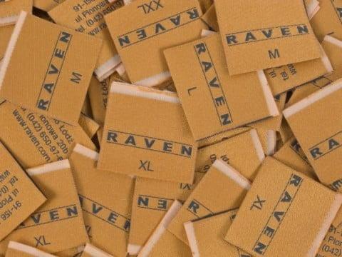 metki z logo Raven