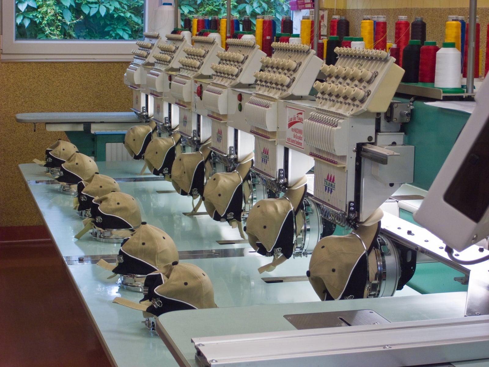 Dlaczego warto wybierać odzież produkowaną w Polsce?